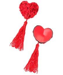 Пэстисы в форме сердец с розами и кисточками красные